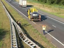 Automobiliste knalt tegen vangrail: file op A1 bij Enter