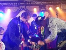 Burgemeester slaat het eerste fust aan op Groesbeekse Bierfeesten