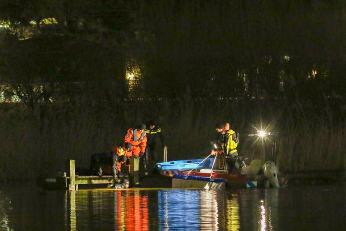 De hulpdiensten tijdens de zoektocht naar de vermiste Orlando Boldewijn.