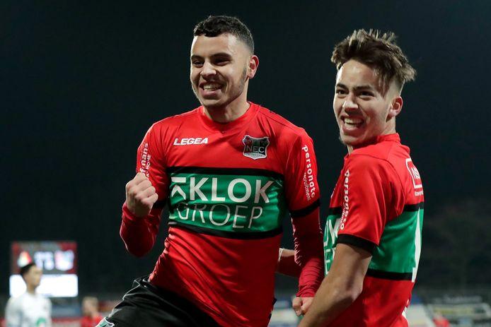 Souffian El Karouani (rechs) viert een een goal van Ayman Sellouf tegen Telstar.