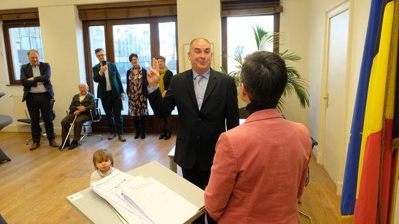 Dis Van Berckelaer (Iedereen Borsbeek) legt zijn eed af bij gouverneur Cathy Berx
