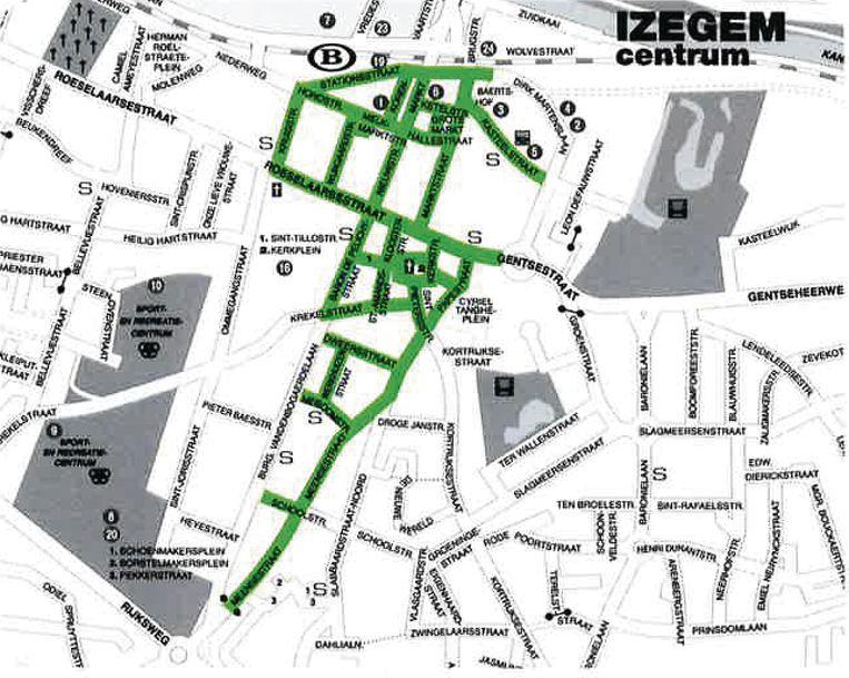 Een plannetje met daarop de fietsstraten in het centrum van Izegem in het groen aangeduid.