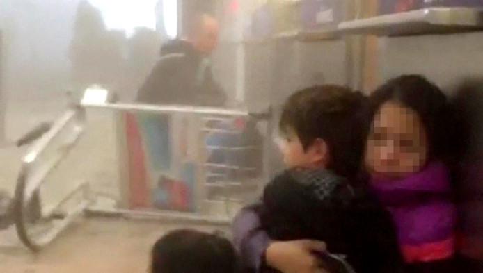 Een beeld uit een video-opnamen van de bomaanslag op Zaventem waar ook een Nederlander bij gewond raakte.