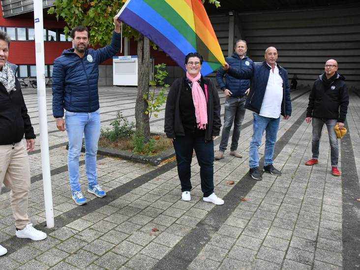 De regenboogvlag wappert bij De Vliert: 'De FC heeft zoveel goeds in zich'