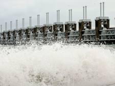 Storm: voorzichtig op Zeelandbrug en Oosterscheldekering
