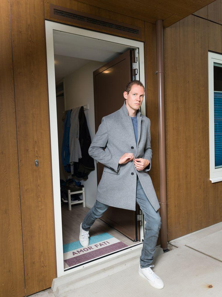 Tim Fransen in zijn deuropening.  Beeld Ivo van der Bent