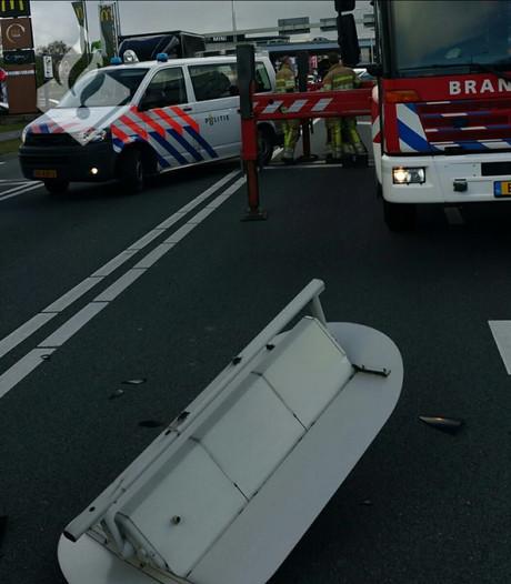Verkeerslicht valt naar beneden op kruispunt in Veenendaal