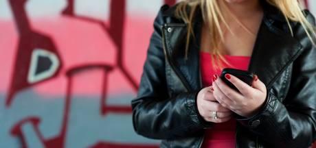 99 procent Nederlandse jongeren zit dagelijks op hun mobiel, maar Lotte niet
