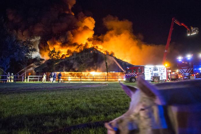 Een schuur in Agelo vloog in brand.