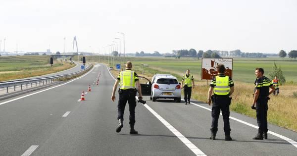 Automobilist met pech wordt aangereden op N50 bij Kampen en overlijdt.