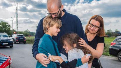 """Leraar Sven (38), één van eerste Covid-patiënten in het land, na weken zweven tussen leven en dood, weer thuis: """"Dat eerste glas water na de coma is het lekkerste dat ik ooit geproefd heb"""""""