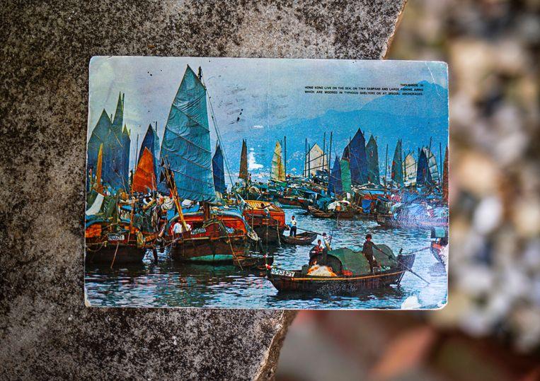 Op de voorkant staan traditionele Chinese bootjes.