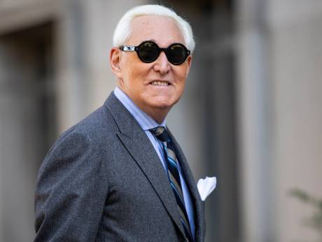 """Trump taxé de """"corruption"""" pour avoir annulé la peine de son ami Roger Stone"""