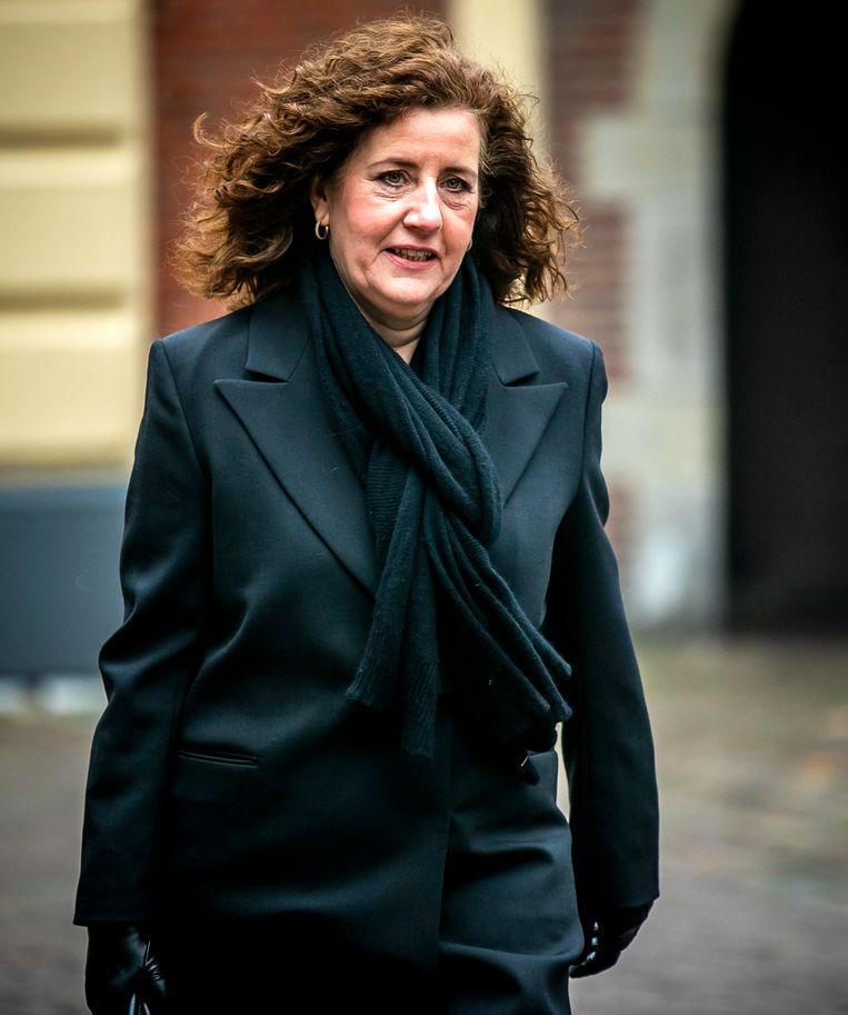 Ingrid van Engelshoven, minister van Onderwijs, Cultuur en Wetenschappen, komt aan op het Binnenhof voor de wekelijkse ministerraad. Beeld ANP