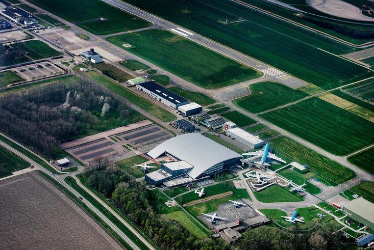 Lelystad Airport vanuit de lucht. Beeld Raymond Rutting / de Volkskrant