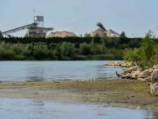 Zonnepanelen en drijvende eilanden op water Park Lingemeren