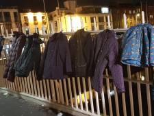 Arnhemmer roept op tot donatie van oude winterjassen tijdens de grote kerstmarkt