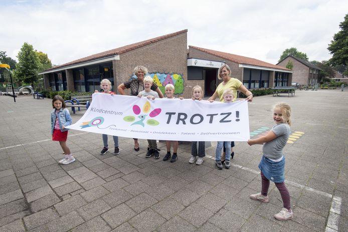 Na bijna honderd jaar heeft de St. Antoniusschool in Vriezenveen een nieuwe naam: TROTZ!