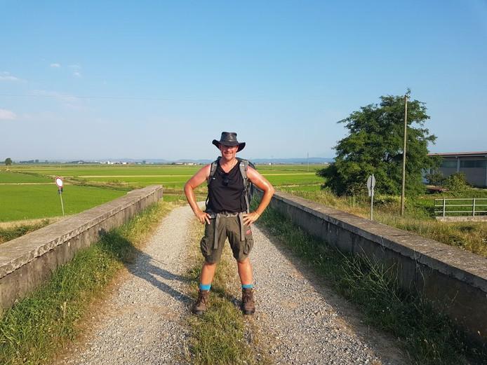 Frank Dekker uit Westerhaar loopt in 100 dagen naar Rome. Deze foto is gemaakt in Italië.