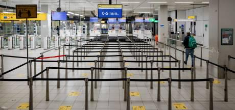 Reizigers op Schiphol gepakt met valse coronatesten