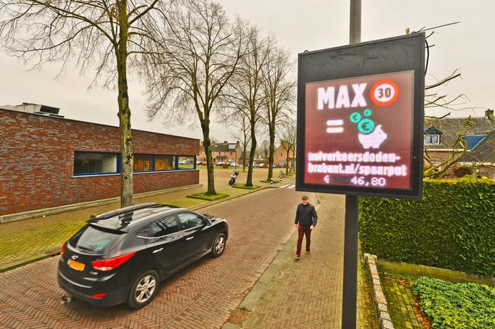 De snelheidsmeterspaarpot aan de Kerkstraat in Wintelre.