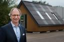 Paul Stassen bij het kantoor van Solar Valley