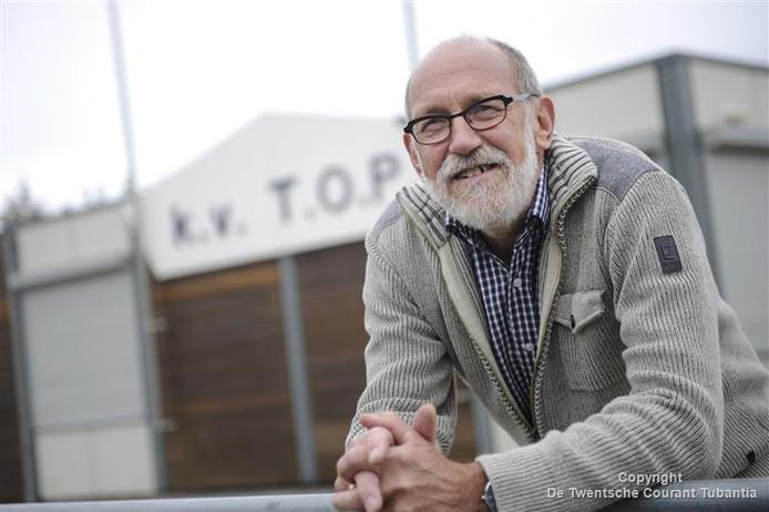 Gerrit Zomer, al 55 jaar met hart en ziel betrokken bij korfbalclub TOP.