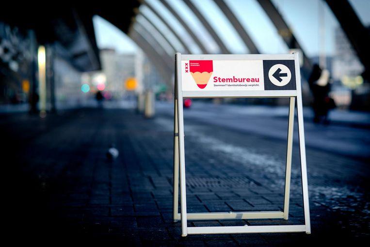 Een stemlokaal op Amsterdam Centraal. Beeld anp