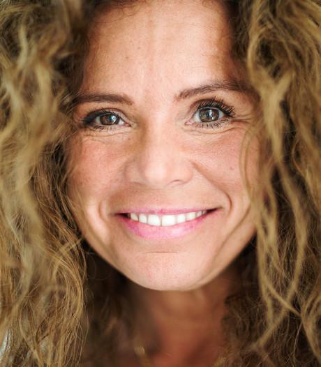 Nicole Buch genoot van survivallen op tropisch Robinson-eiland