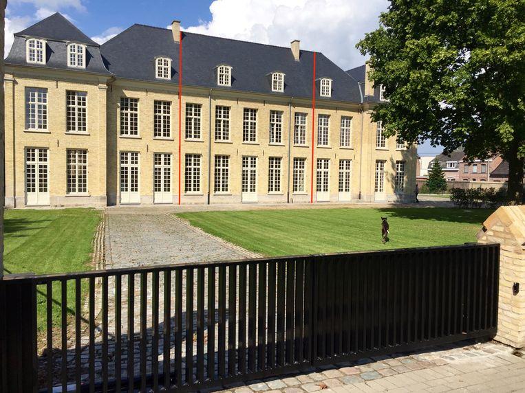 De gerenoveerde Parkzaal wacht om te worden ingepalmd door drie nieuwe eigenaars. Voor de centrale woning kan je bieden vanaf 525.000 euro.