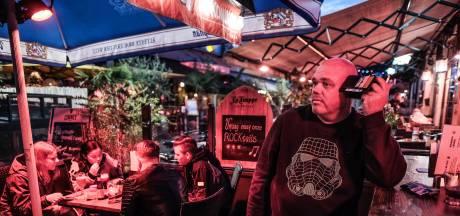 Relativeren op terras in Doetinchem: 'Er sterven mensen, wij zitten straks weer aan ons drankje'