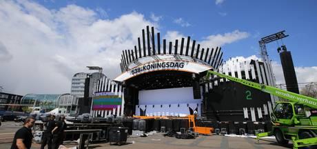 Opbouw 538Koningsdag op Chasséveld: podium bijna af
