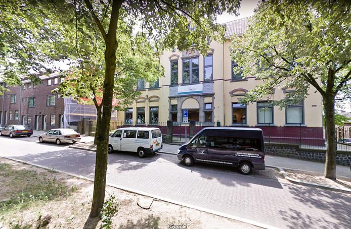 Het gebouw van Ibn I Sina in Arnhem.