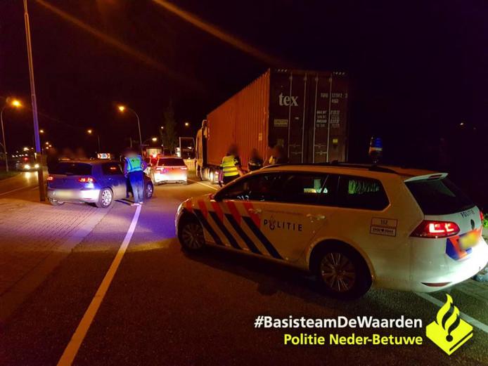 Een gestolen vrachtwagen op de A15 aan de kant gezet.