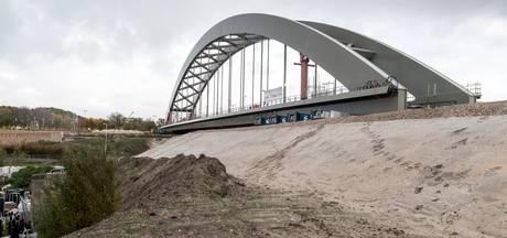 Prorail weet het zeker: spoorbrug gaat morgenvroeg het kanaal over