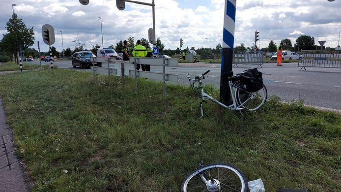 De fiets van het slachtoffer van het dodelijke ongeluk in Echteld.