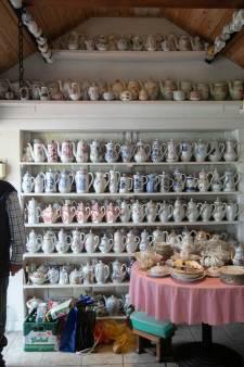 Nieuwe eigenaar gezocht voor de 1500 koffiepotten van Mien