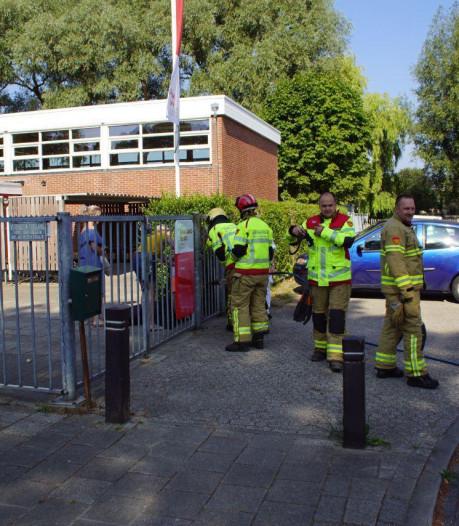 Kind zit met hoofd klem bij hek van school in Lichtenvoorde
