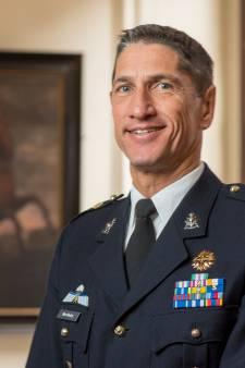 Generaal mariniers legt bom onder kazerne