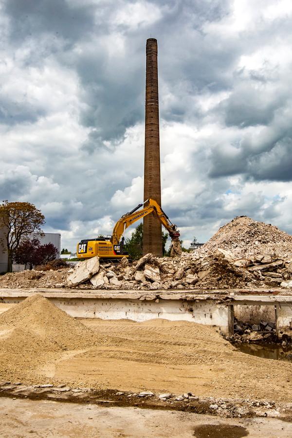 De Coberco-schoorsteen krijgt geen monumentale status en mag worden gesloopt. Stichting Industrieel Erfgoed Deventer tekent mogelijk bezwaar aan tegen het besluit van B&W.