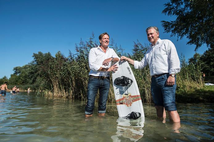 Rob van den Bosch ( l ) en zakenpartner Peter Schiphorst willen de Galderse Meren transformeren tot watersportcentrum.