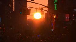 Honderden New Yorkers genieten samen van zeldzame zonsondergang