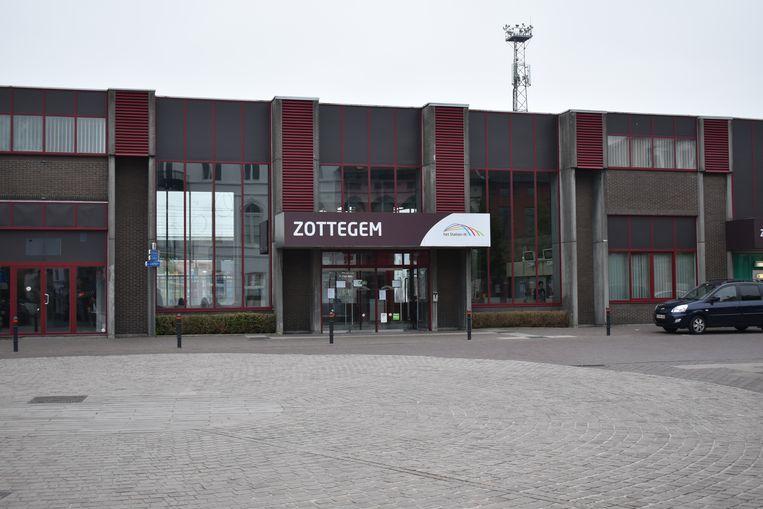 Infrabel werkt verder aan de vernieuwing van de wissels tussen het Stationsplein en de Bruggenhoek.