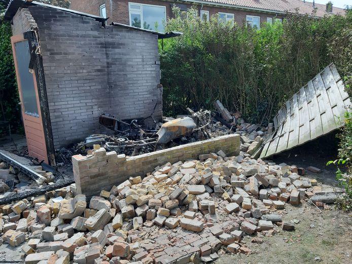 De schuur aan De Bloem in Steenwijk viel uit elkaar na de explosie