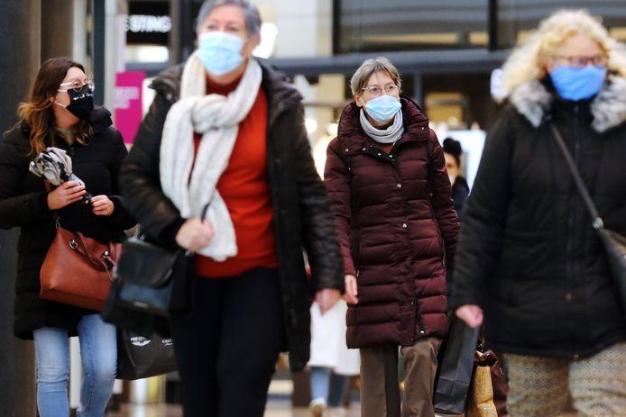 Vanaf dinsdag zijn mondkapjes in de publieke ruimte verplicht. In overdekt winkelcentrum De Barones was dat geen enkel probleem.