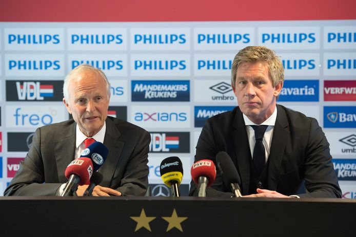 Jan Albers en Marcel Brands in 2016, bij de contractverlenging van PSV.