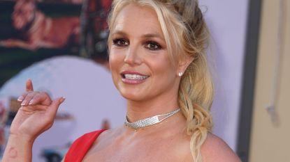 Britney Spears verandert haarkleur terwijl vader Jamie naar de rechter trekt