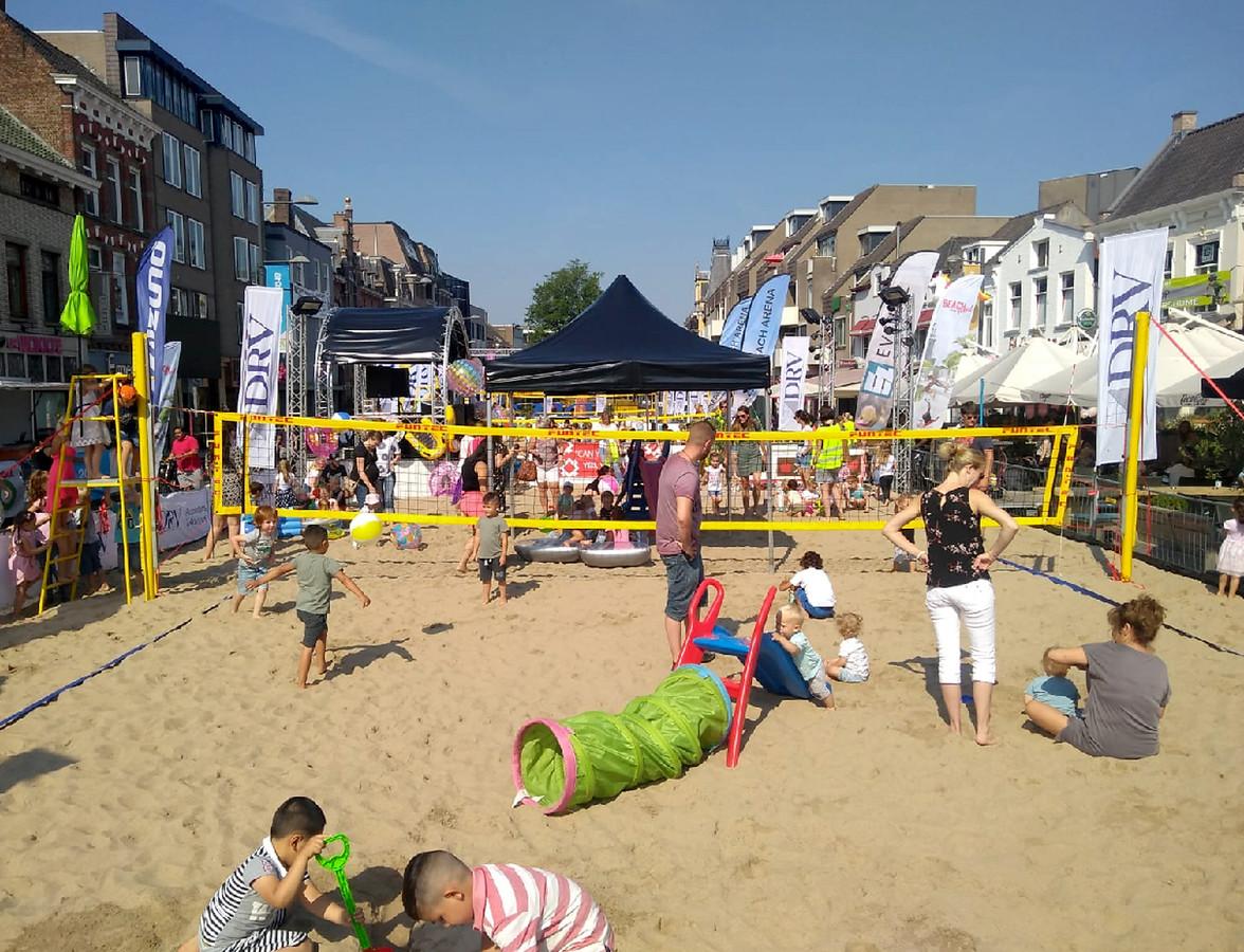 Meer dan tweehonderd kinderen van 0 tot 6 jaar waren op de eerste Beach Speeltuin in Roosendaal.