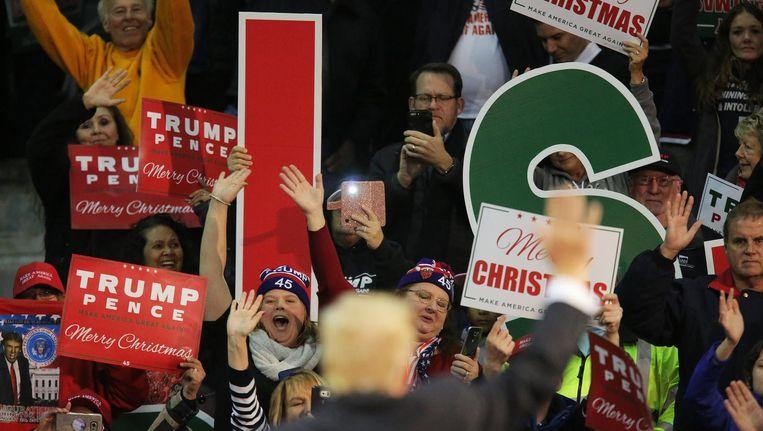 Trump zwaait naar aanhangers Beeld epa