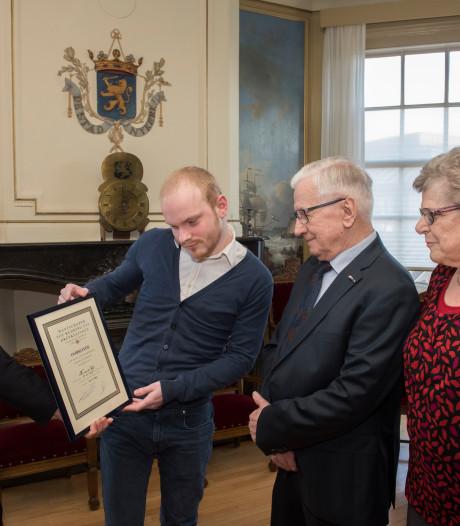 Gemeente Nijkerk eert redder uit Zwolle